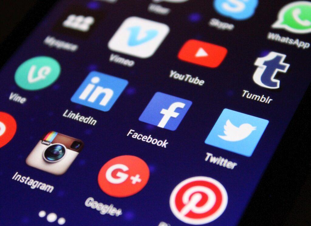 divulgação nas redes sociais